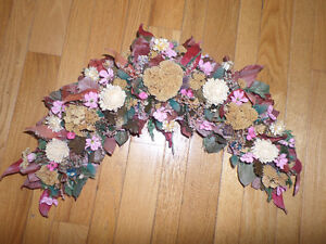 Beautiful dried flower and plastic flower wreath - like new Sarnia Sarnia Area image 1