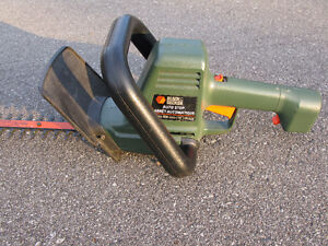 Taille-haies électrique Black & Decker / Electric hedge trimmer West Island Greater Montréal image 2