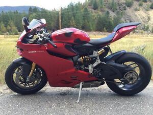 """2012 panigale 1199s  """"Need to sell"""""""