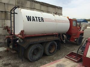 Ford 900 Water Truck