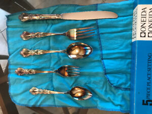 "Oneida Silverware Set ""Modern Baroque"" Pattern"