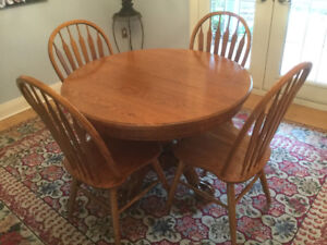 OAK ANTIQUE DINING TABLE/CHAIRS