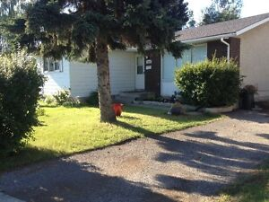 3 BDR HOUSE MAINFLOOR UTILITIES INCLUDED