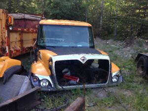 2007 international truck, stripped and parting out