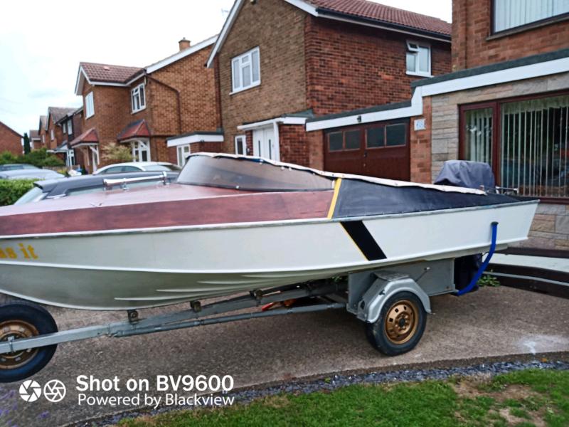 5.5 M oak framed speed / sport / fishing boat.