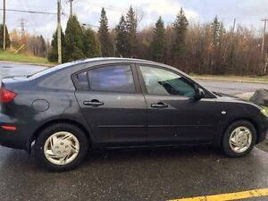 Mazda 3 2005 gris foncé Saguenay Saguenay-Lac-Saint-Jean image 3