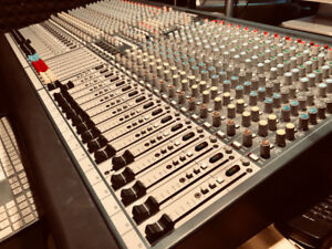 Allen & Heath GL2400-32 Channel Mixing Console