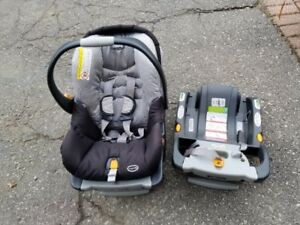 Chicco Infant Car Seat With 2 Bases And Screen Protector