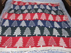 BRAND NEW: CHRISTMAS TREE THEMED COTTON THROW