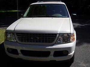2004 Ford Explorer blanc VUS