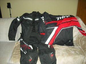 Manteau moto et pantalon moto et chandail moto