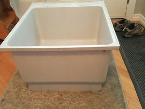 Utility tub/laundry sink