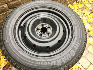 4 Yokohama Ice Guard 215 65 16 avec rims Subaru Forester 2013
