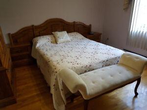 Oak Queen Bedroom Set/Set de chambre bois massif queen