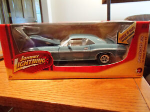 1:24 SCALE DIE-CAST 1970 DODGE CHALLENGER RT - TURQUOISE - JL