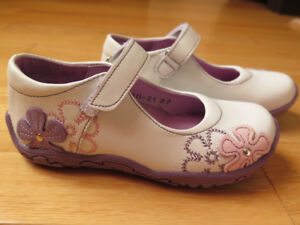 NEW Girl Shoes leather - size 10 (from PANDA)