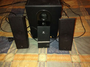 LOGITECH SPEAKERS AND SUBWOOFER PACKAGE
