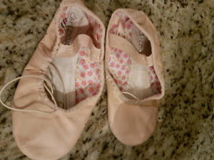 Ballet/Jazz shoes size 13m worn for one season.