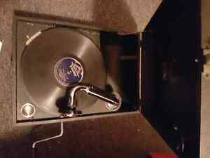 His Masters Voice 102 working gramophone