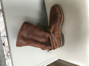 ROOTS-Roll Over Tribe Boots