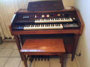 Electric Organ / Farfisa /  Orgue Electrique