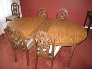 Beautiful Dining Table and Chairs for SALE!