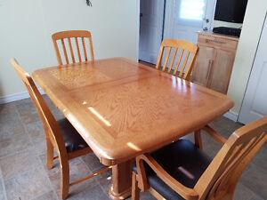 Ensemble de salle à manger en bois massif