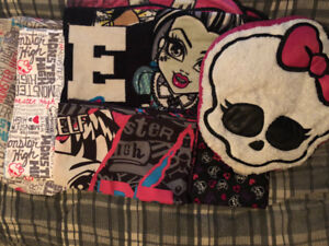 Monster high twin bed set.