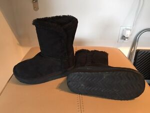 "Size 7 toddler ""ugg type"" boots"