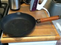 SALTER CAST IRON FRYING PAN