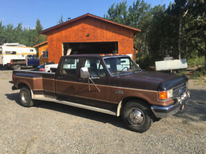 1989 ford f-350 dually Lariat in excellent shape !