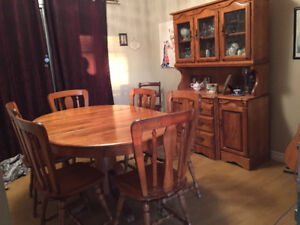Solid Maple Table 6 Chairs Buffet Hutch