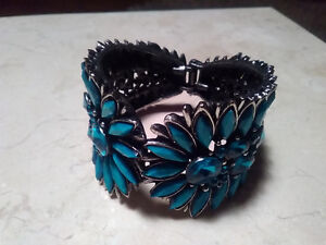 Jewellery - Bracelets and Necklaces for Sale London Ontario image 2