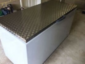 STAINLESS CHEST FREEZER 650 LITRES DELIVERY AVAILABLE UNDER 10 MONTHS OLD