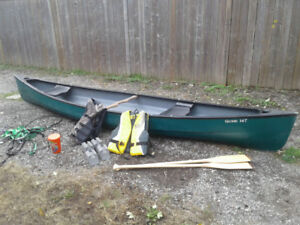 Old Town Guide 147 canoe, paddles, life jackets, car kit,