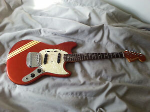 Vintage Fender Mustang 1969 competition red matching headstock