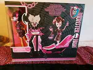 Draculaura bathroom set London Ontario image 1
