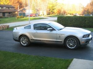 2012 Ford Mustang Coupe (2 door)