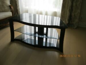 meuble pour tele verres et metal  48x32 3 tablettes en verre
