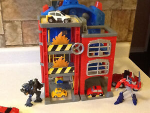 TRANSFORMERS ELECTRONIC FIRE STATION WITH EXTRAS London Ontario image 4