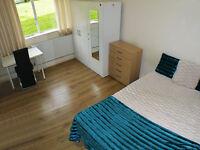 Large Double Room - 4 mins to Putney Heath