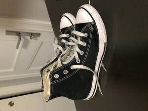 Boys size 3 Converse chucks $15
