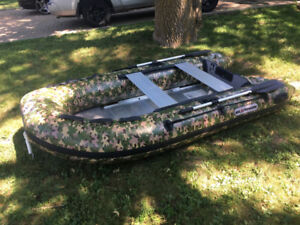 inflatable hunting / fishing zodiac style dinghy