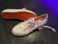 Genuine men's size 9 Superdry white canvas trainers pumps never worn