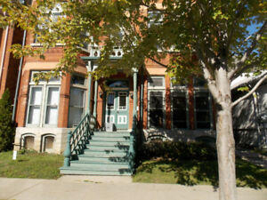 One Bedroom downtown - beautiful heritage building - avail Nov 1