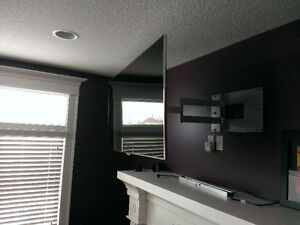 OmniMount TV Wall Mounting Bracket. 180 Lateral Rotation