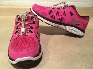 Women's Dual Fusion Run 2 Running Shoes Size 7
