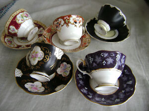 The cupes and saucers ROYAL ALBERT (5 sets)
