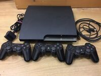 PS3 Slim + 3 Controllers + Fifa