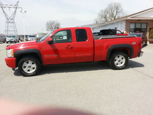 2007 Chevy 1500 LTZ extended Cab short box low kms  deal pending